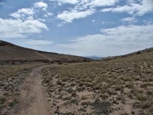 Barranquillo y sendero que conduce hasta el yacimiento de San Marcial del Rubicón (Lanzarote).